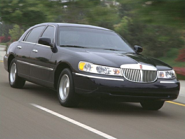 2000 Lincoln Town Car Signature In Marysville Oh Coughlin Chrysler Jeep Dodge Ram